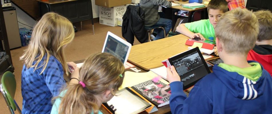 950x400 kids on computers in class